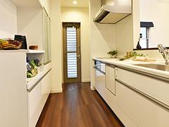 即入居可能!「開放的な吹き抜けと、コーディネート家具つき」デザイン住宅見学・販売会開催(白方中央)
